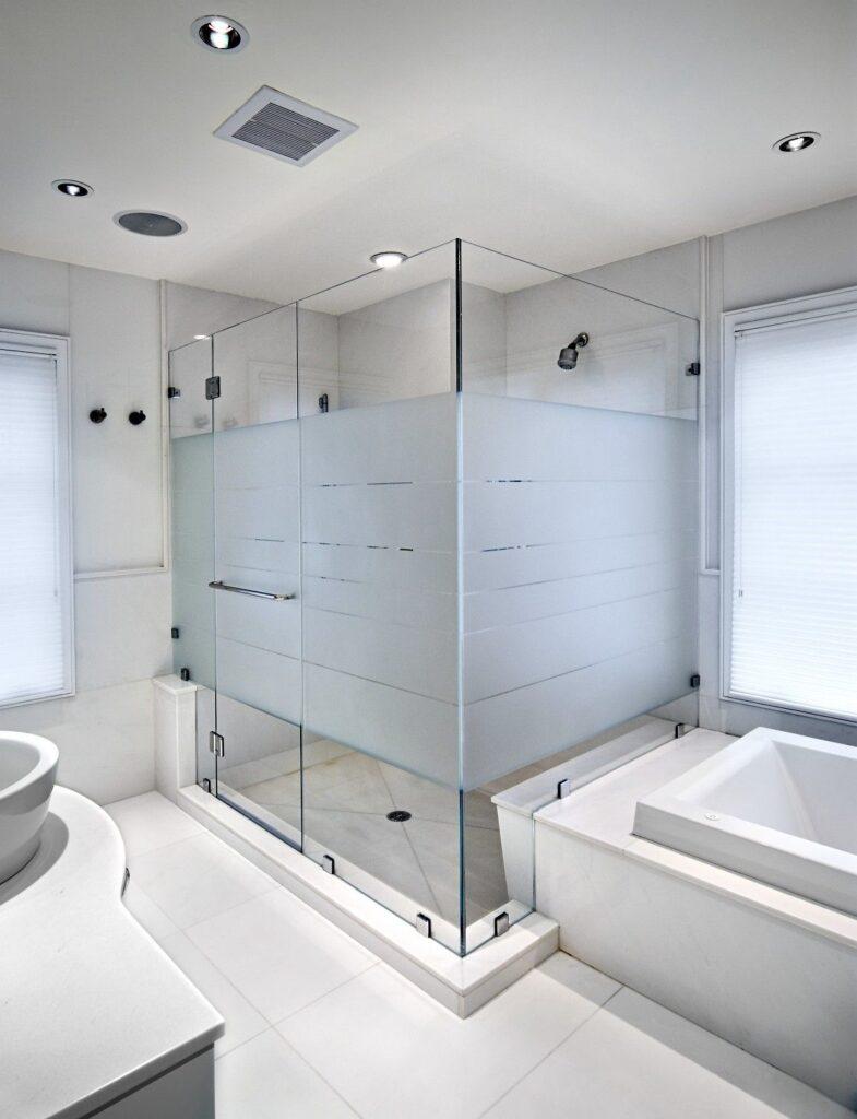 Vách ngăn kính mờ phòng tắm là một trong những sản phẩm tạo sự kín đáo tuyệt đối