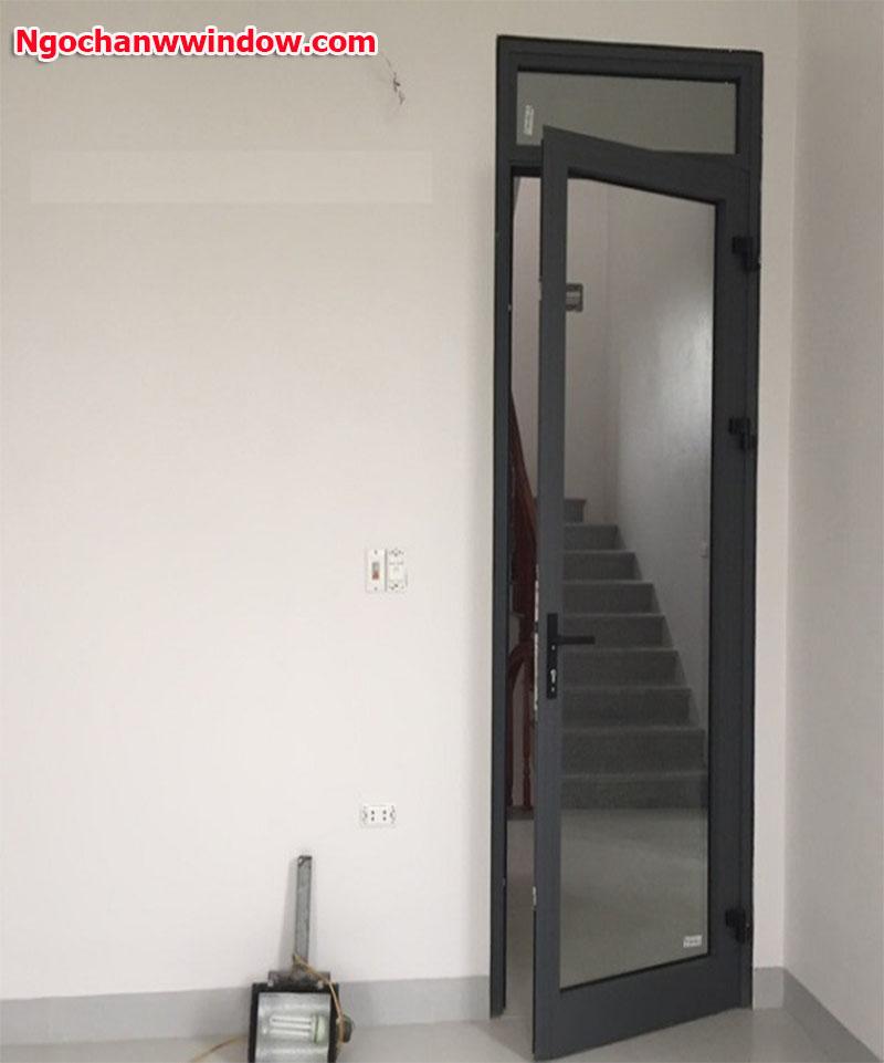 cửa nhôm xingfa màu vân gỗ đẹp