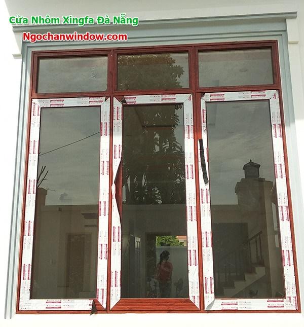 Mẫu cửa nhôm xingfa màu vân gỗ